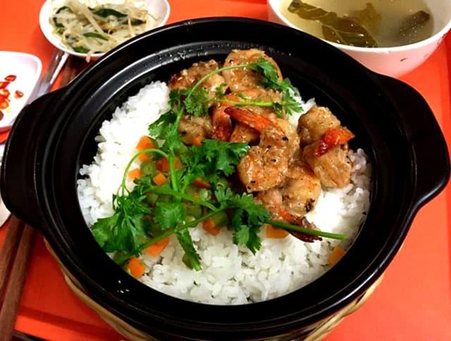 Niêu cơm vừa vặn cho 1 người ăn - một trong những món ăn ngon ở Vũng Tàu (Ảnh: ST)