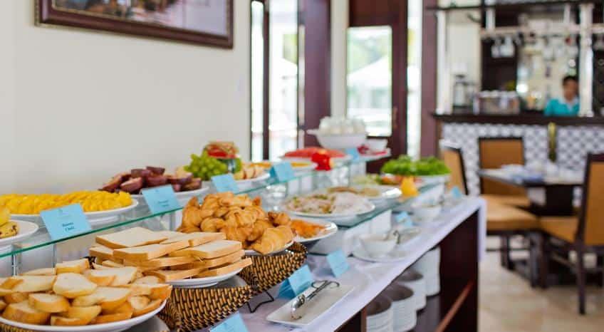 Thưởng thức buffet tại Pearl River Hội An