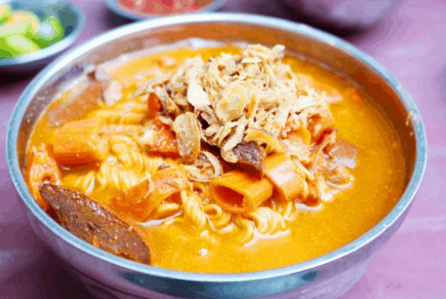 Phá lấu là một món ăn vặt tuyệt ngon ở Sài Gòn (Ảnh ST)
