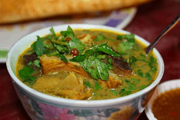 Phá lấu là một món ăn vặt ngon ở Sài Gòn (Ảnh sT)