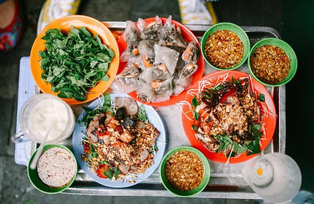 Món ăn nổi tiếng trên phố đi bộ Hà Nội