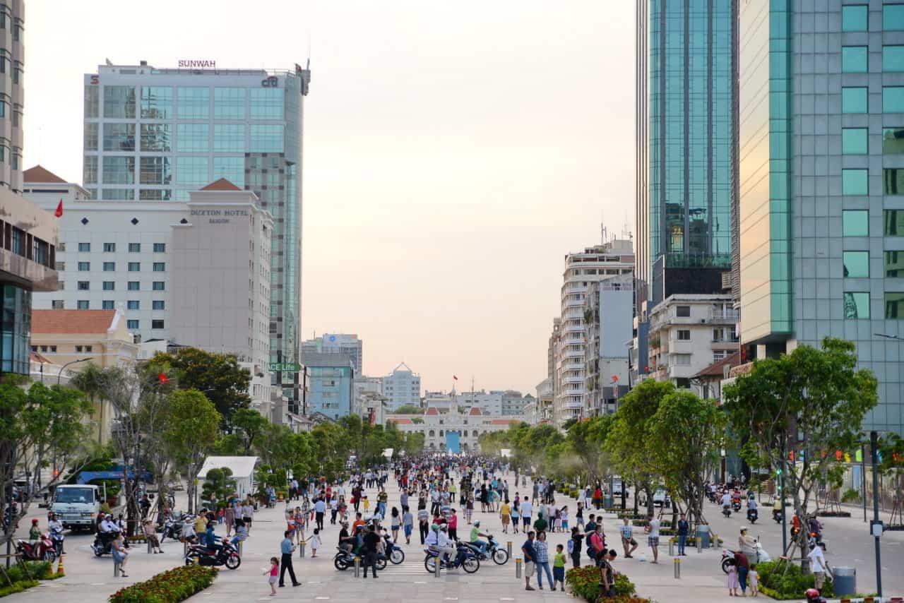 Phố đi bộ Nguyễn Huệ TPHCM địa điểm du lịch lý tưởng