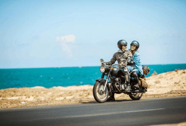 Xe máy là phương tiện nhiều bạn lựa chọn để tới đảo Thạnh An (Ảnh ST)