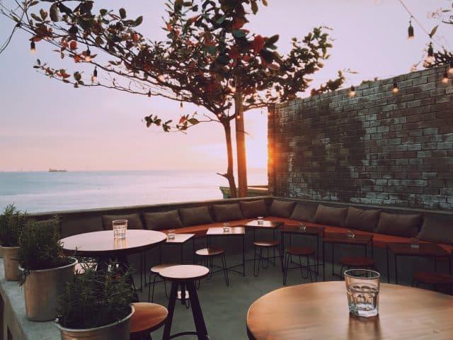Quán cafe view biển ở Bãi Dứa