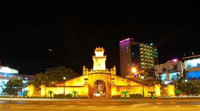 Quảng Bình Quan lấp lánh về đêm