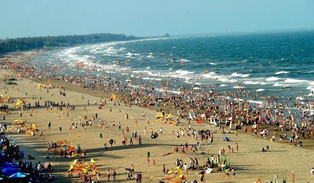 Biển Sầm Sơn đón tiếp rất nhiều lượt khách du lịch vào mùa hè