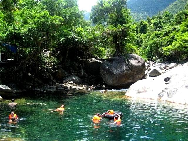 Tắm Suối Ba Trại - địa điểm quanh Thiền viện Trúc Lâm Bạch Mã