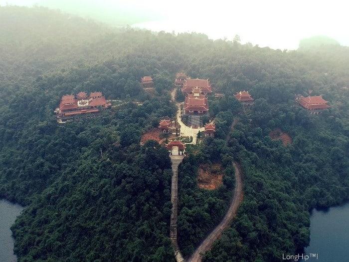 Thiền viện Trúc Lâm Bạch Mã giữa lòng hồ Truồi