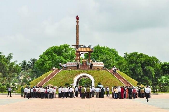 Đài tưởng niệm thành cổ Quảng Trị