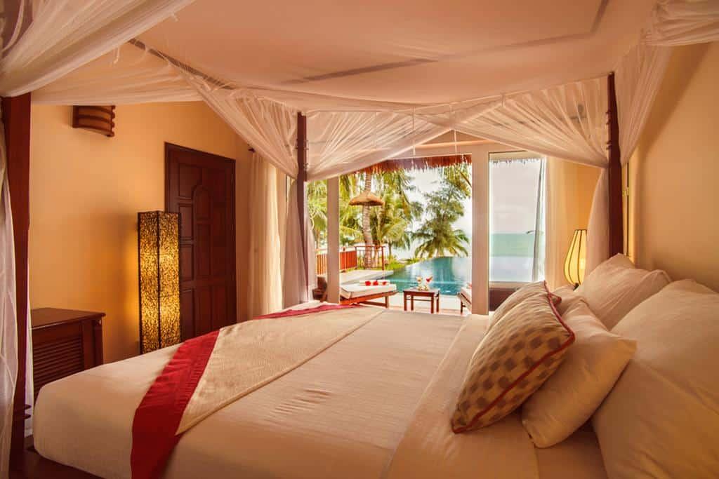 Từ trong phòng Victoria Phan Thiet Beach Resort & Spa review ra ngoài biển