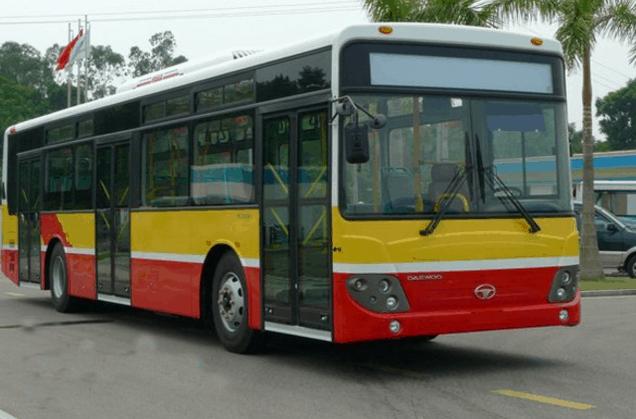 Xe bus là một phương tiện mà bạn có thể lựa chọn để tới đảo Thạnh An (Ảnh ST)