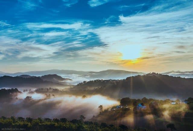 Bảo Lộc trong làn sương mù sáng sớm - Hồ Nam Phương Bảo Lộc