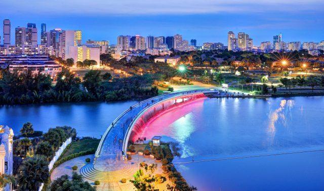 Cầu Ánh Sao nằm ngay tại Phú Mỹ Hưng - khu đô thị bậc nhất quận 7.