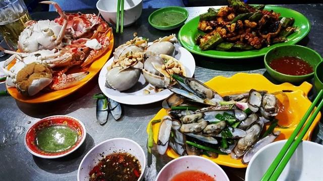 Đồ ăn ở đây được chế biến không thua kém trong các nhà hàng.