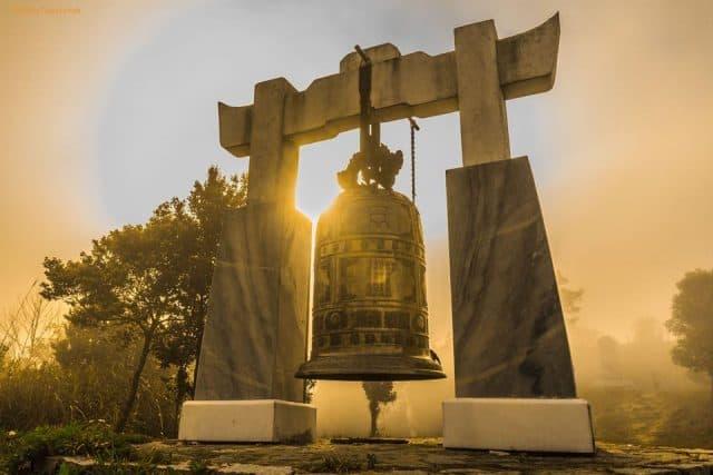 Tháp chuông ở Vọng hải Đài trên núi Bạch Mã