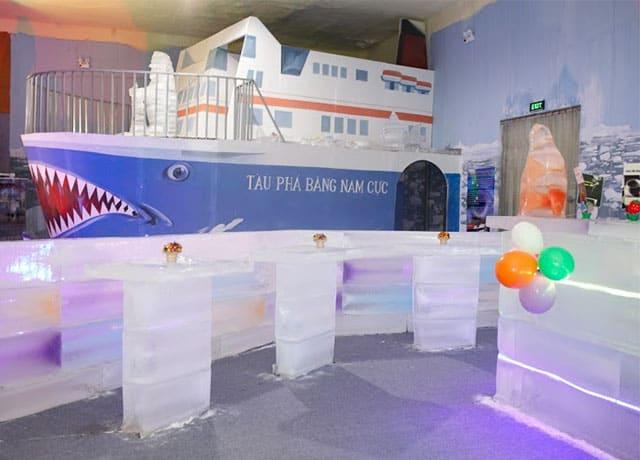 Tàu phá băng Nam Cực được xây dựng trên mô hình tàu Titanic gợi nhớ về một tình yêu bất diệt