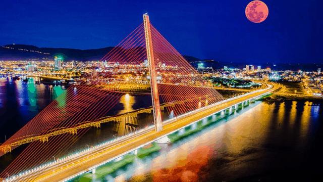 Cầu Trần Thị Lý lung linh khi ánh đèn lên