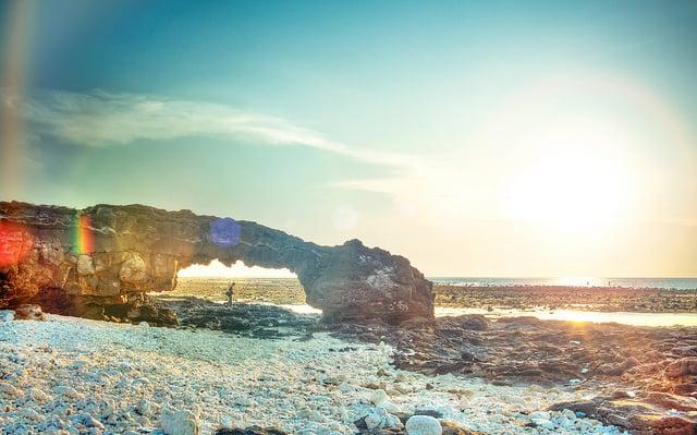 Cổng Tò Vò lung linh dưới ánh nắng (Ảnh: ST)