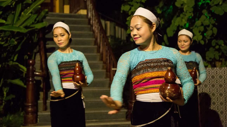 Điệu múa Thái tại Mai Châu Lodge