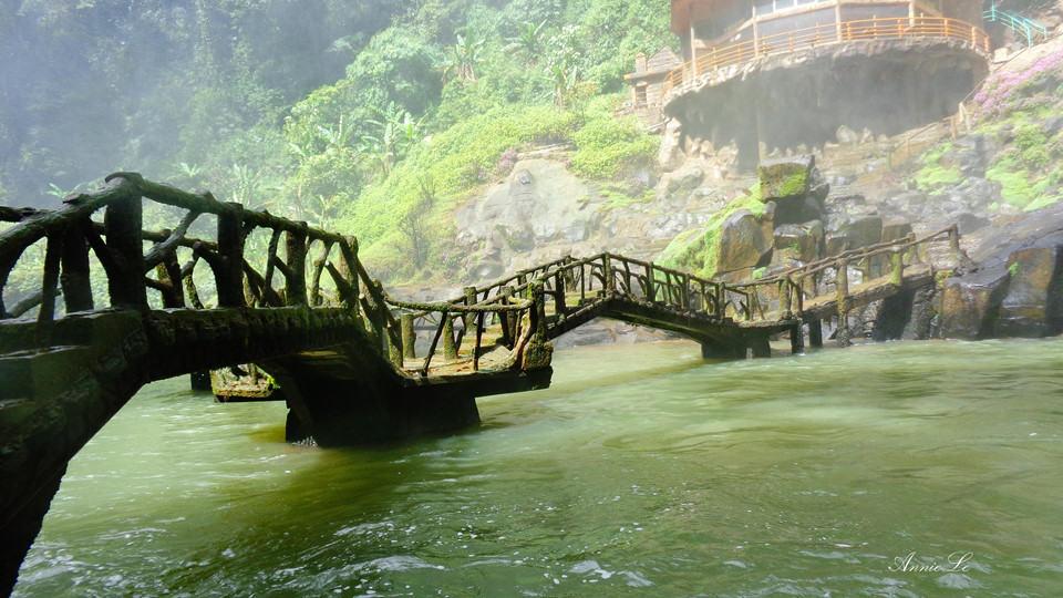 Cây cầu nhỏ Thác Dam'bri Đà Lạt