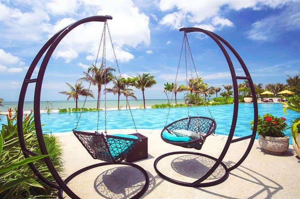 Long Cung là một resort nằm gần cạnh biển