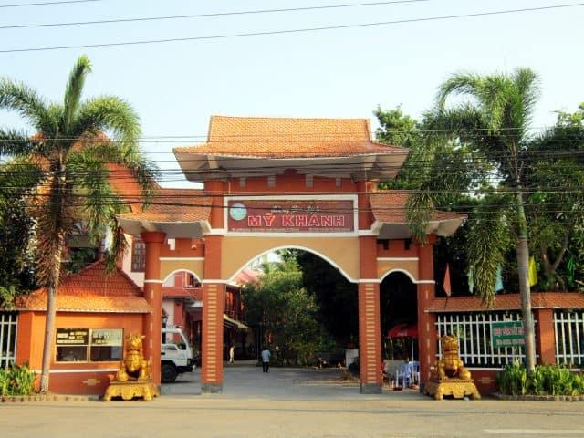 Cổng vào vườn Mỹ Khánh