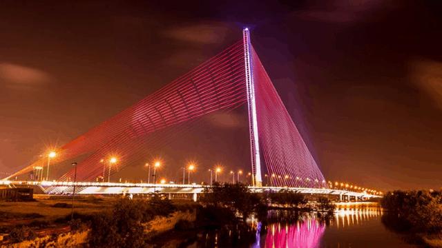 Cầu Trần Thị Lý lung linh trong khung cảnh Đà Nẵng