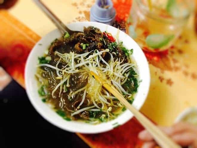 Quán miến lươn Đông Thịnh là một trong những địa điểm ăn sáng ngon ở Hà Nội