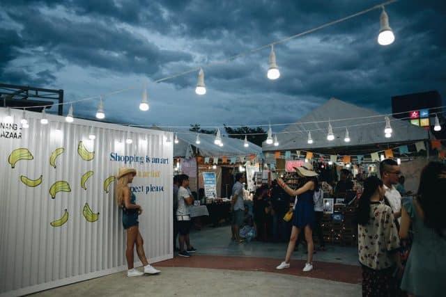Tạo dáng cùng photo booth tại chợ phiên Đà Nẵng 01