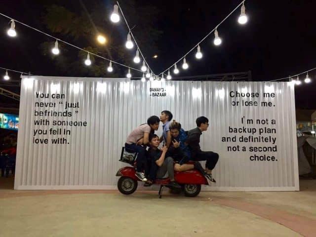 Tạo dáng cùng photo booth tại chợ phiên Đà Nẵng 02