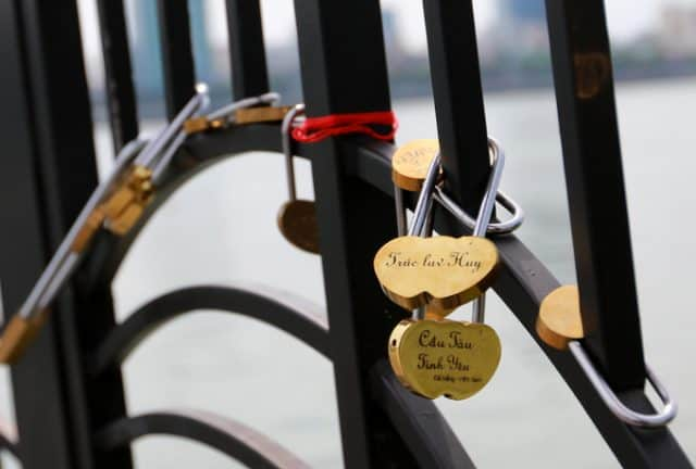 Cầu khóa tình yêu Đà Nẵng 03