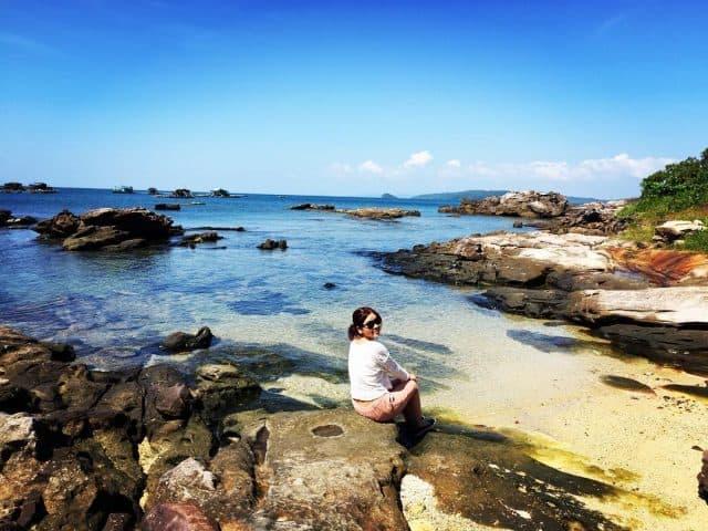 Nước biển ăn mòn đá