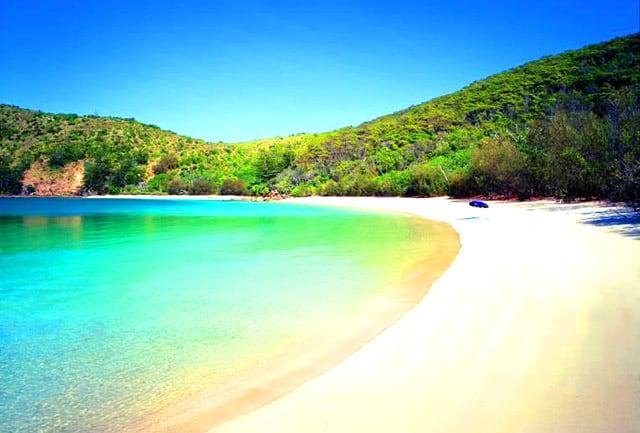 Bãi biển rộng là nơi thích hợp cho nhiều hoạt động vui chơi