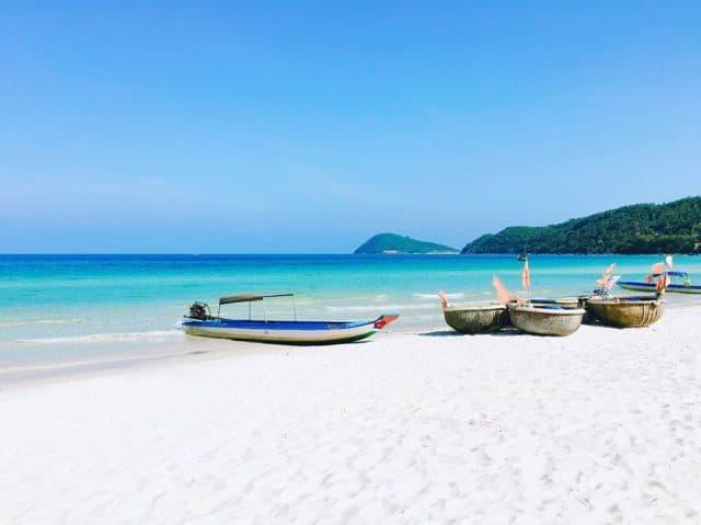 Nước biển và cát mịn màng mát lạnh như kem