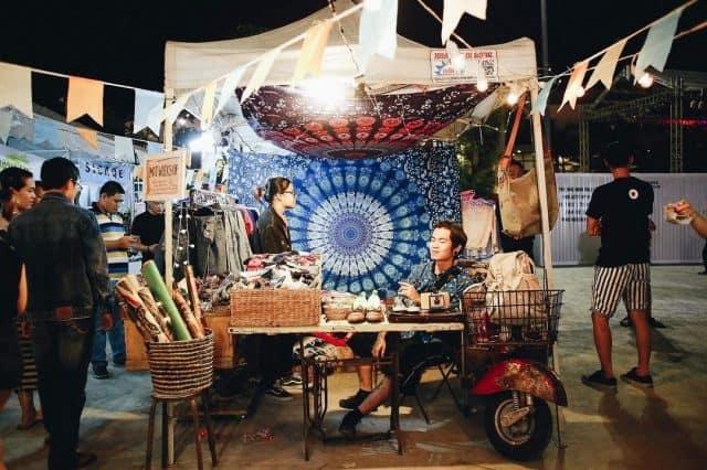 Gian hàng được bày trí theo phong cách Vintage tại chợ Phiên Đà Nẵng