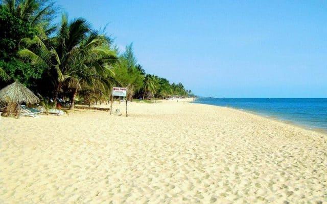Đường bờ biển dài đến 20 km