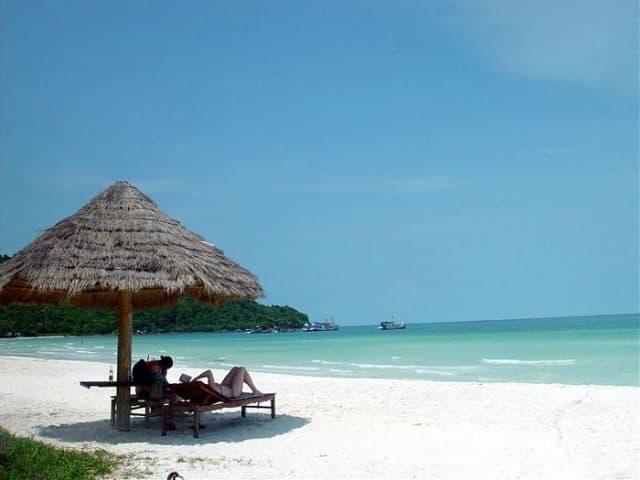 Điểm du lịch nghỉ mát bãi Vòng cách không xa cảng hàng không