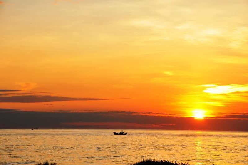 Bình minh trên biển Bảo Ninh