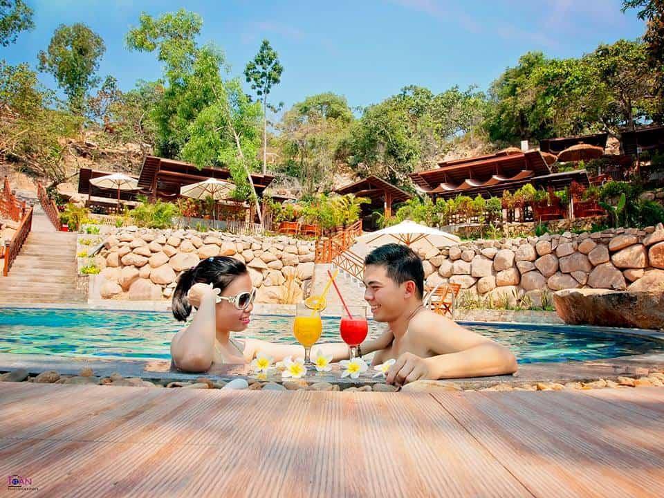 Sau công đoạn ngâm bùn và ngâm nước khoáng nóng, bạn có để đến chơi ở bể bơi khoáng ngoài trời (Ảnh sưu tầm)