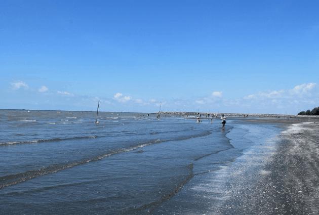 Bãi biển 30 - 4 tuyệt đẹp (Ảnh ST)