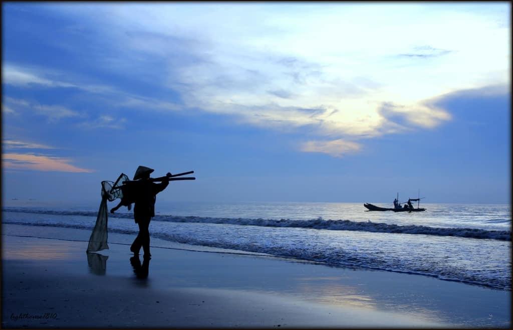 Bình minh biển Hải Tiến - một trong năm bãi biển Thanh Hóa