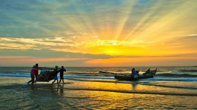 Biển Hải Hòa - một trong năm bãi biển Đà Nẵng