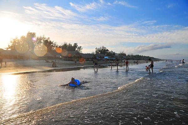 Bãi Đông - một trong năm bãi biển Thanh Hóa