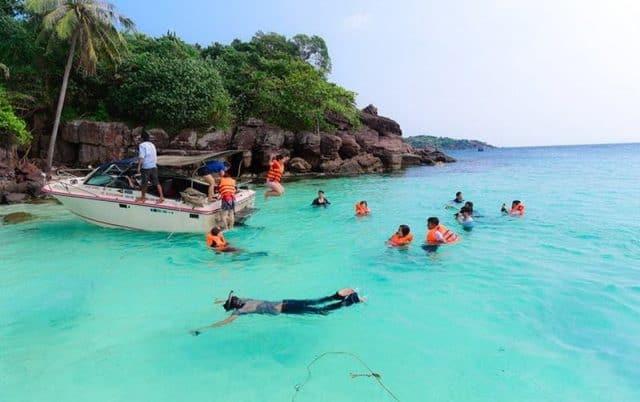 Bơi lặn ven bờ biển