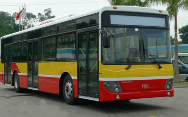 Bạn có thể lựa chọn xe bus để đi tới xã đảo Thạnh An (Ảnh ST)