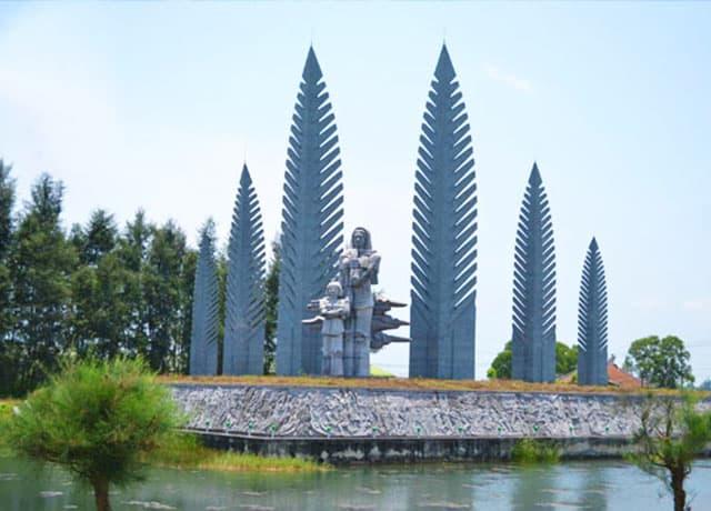 Tượng Đài Khát Vọng Thống Nhất ở sông bến Hải - cầu Hiền Lương