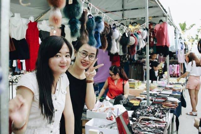 Chủ shop kinh doanh tại chợ phiên Đà Nẵng