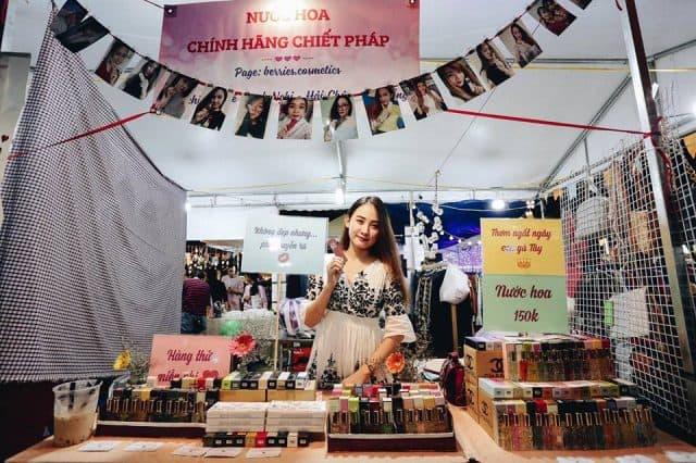 Chủ shop kinh doanh tại chợ phiên Đà Nẵng 01