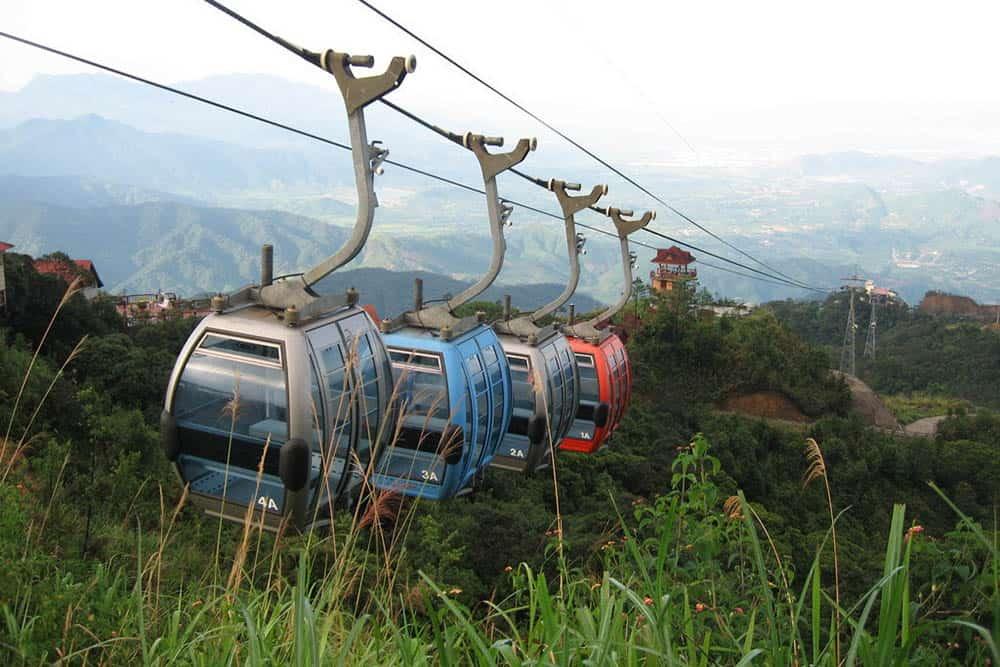 Cáp treo lên chùa Hương Tích