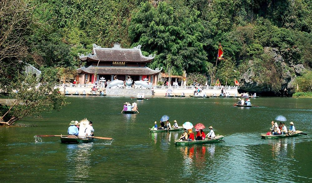 Cảnh đẹp như tranh thủy mặc ở chùa Hương Tích